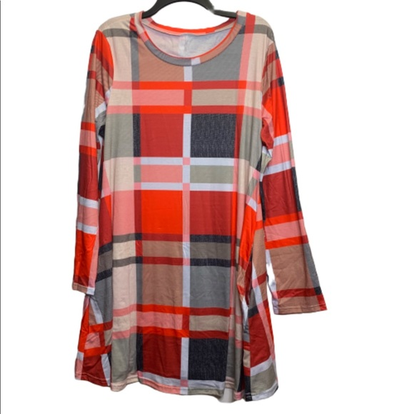 Boutique Dresses & Skirts - NWOT Plaid tunic dress with pockets